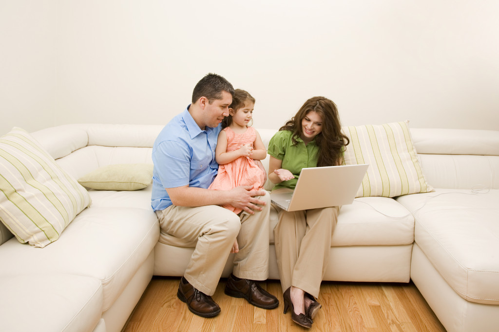 nettoyage de meubles en cuir nettoyer un meuble de cuir pas chernettoyage de meubles. Black Bedroom Furniture Sets. Home Design Ideas